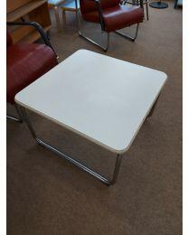 Remmi-sarjan pöytä 715S. Mitat 70x70x45cm. Design Yrjö Kukkapuro