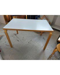 Artek pöytä 81B, valkoinen. Koko 121x75x71 cm