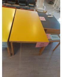 Artek pöytä malli 83, keltainen